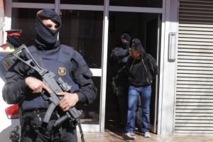 Desarticulación de una célula islamista en Terrassa por parte de los Mossos d'Esquadra el pasado 8 de abril. / CRISTÓBAL CASTRO